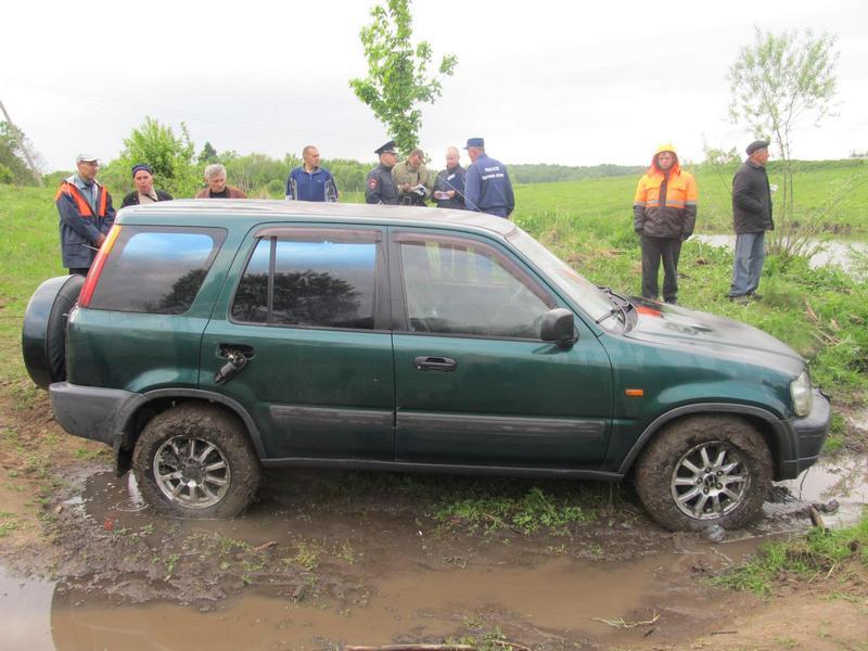 Хонда упала вводоем вОрловской области: погибли женщина иребенок